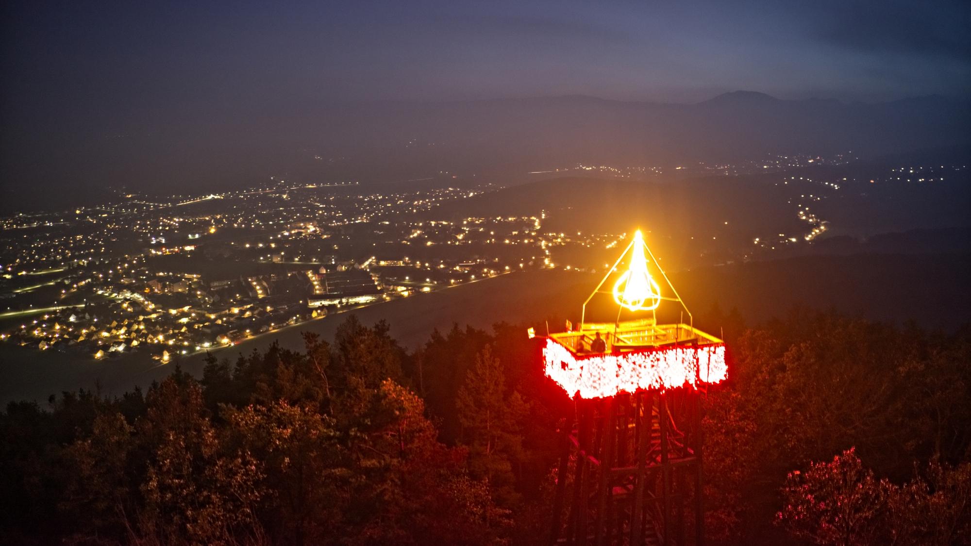 In Ternitz brennt die größte Adventkerze des ganzen Landes