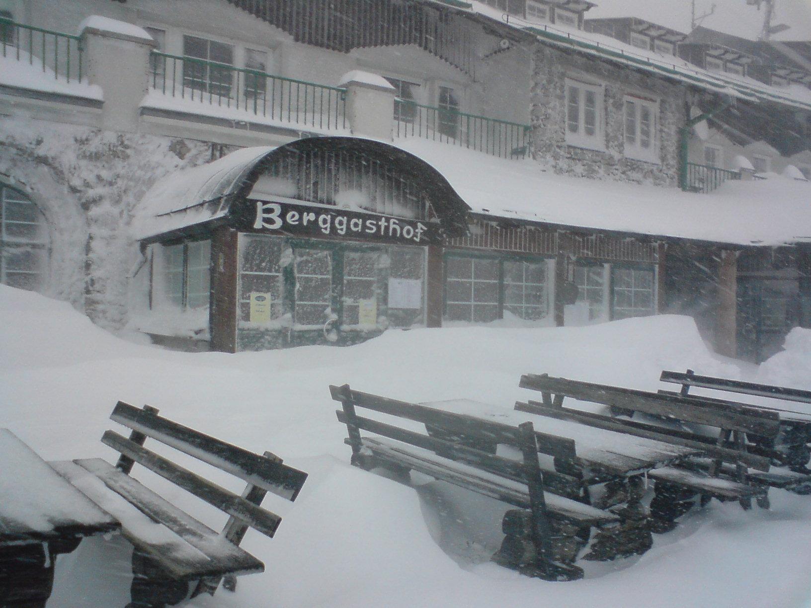 Schneemassen auf der Rax bringen Seilbahn zum Stillstand