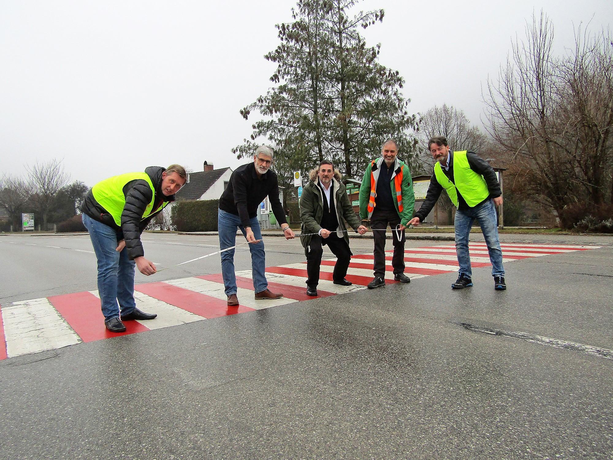 Bürgerinitiative will die Zebrastreifen in Warth erhalten