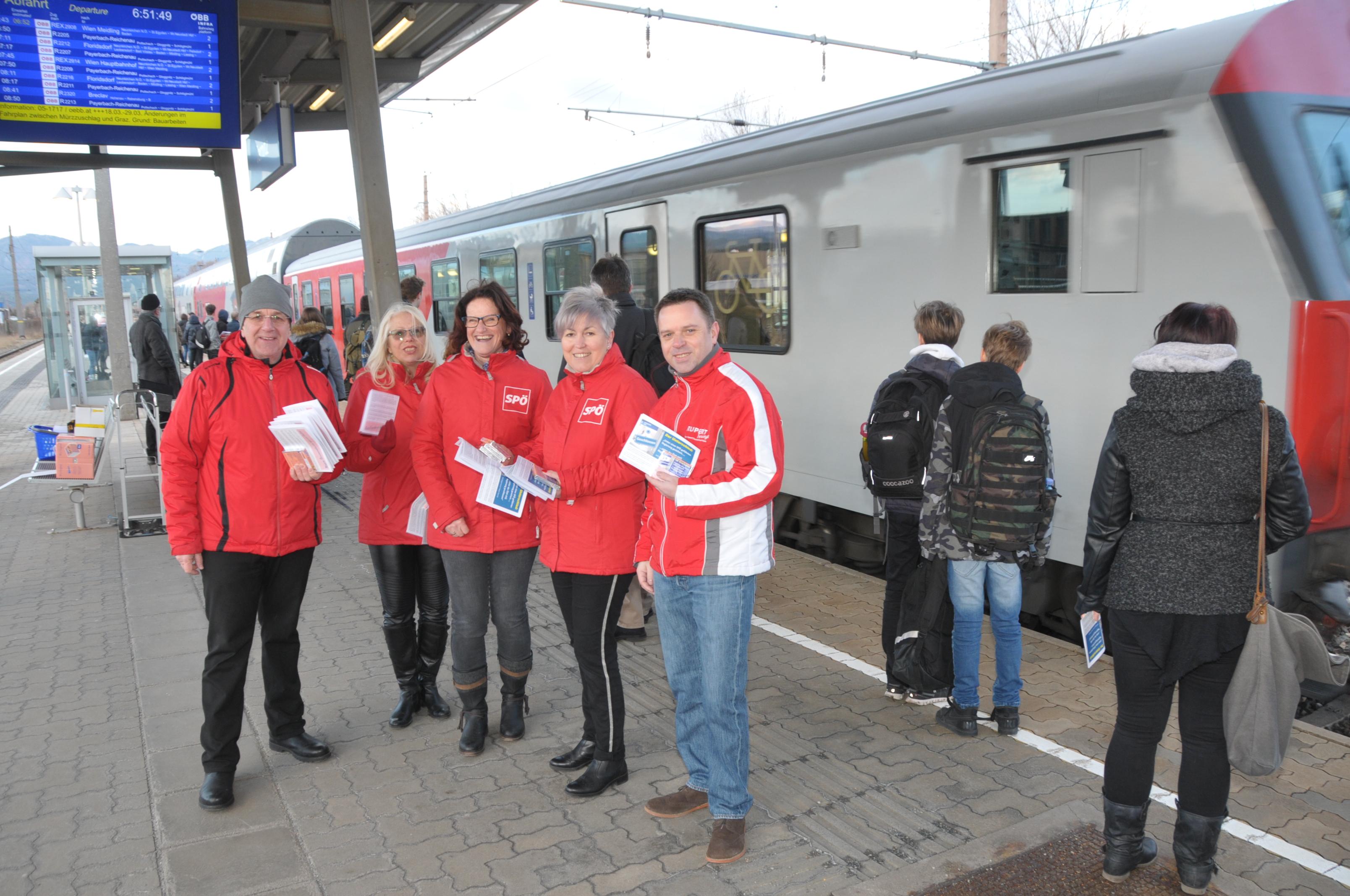 Protest gegen Schließung des Schalters am Ternitzer Bahnhof