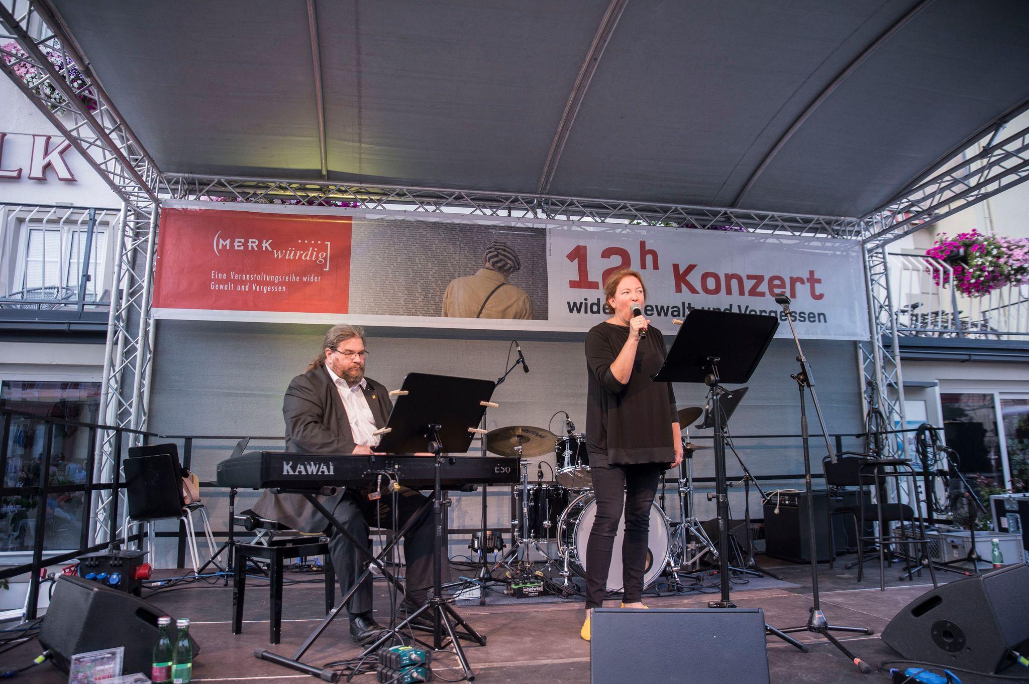 Sacher & Bergmaier beim 12-Stunden-Konzert wider Gewalt und Vergessen