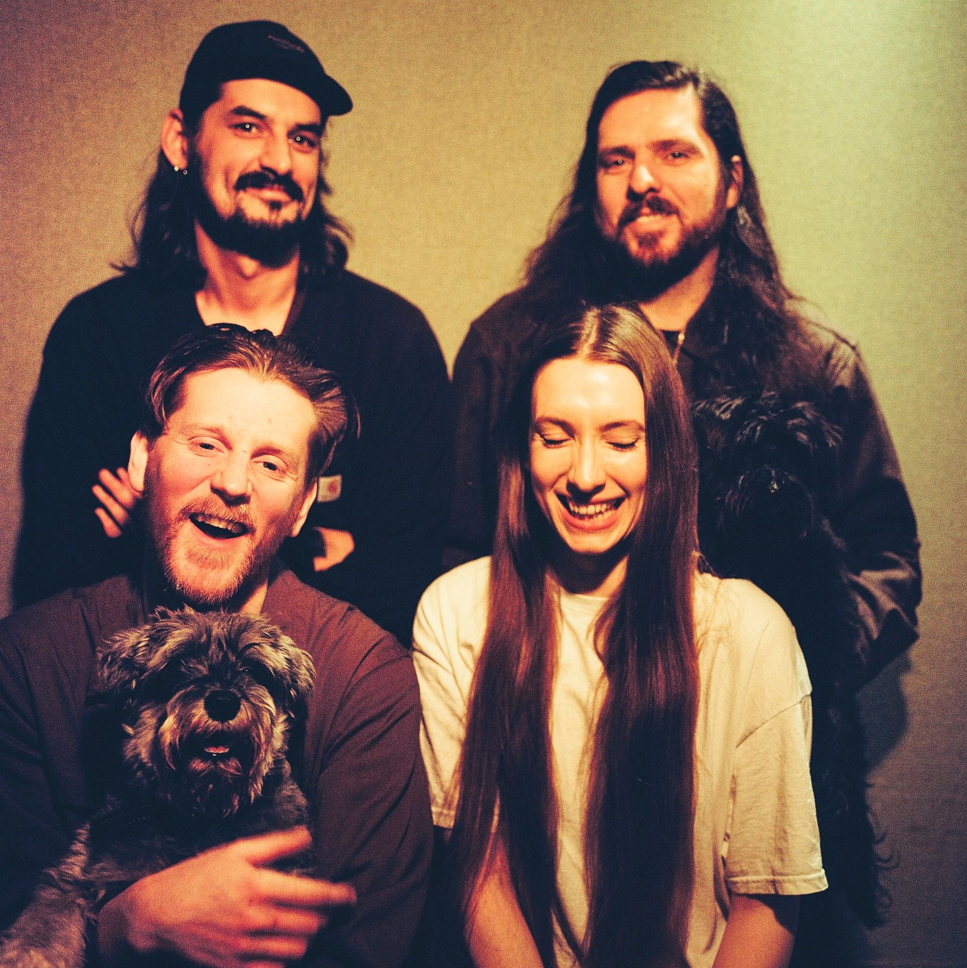 'Dry Cleaning' melden sich mit gelungenem Debüt-Album aus der Londoner Indie-Szene