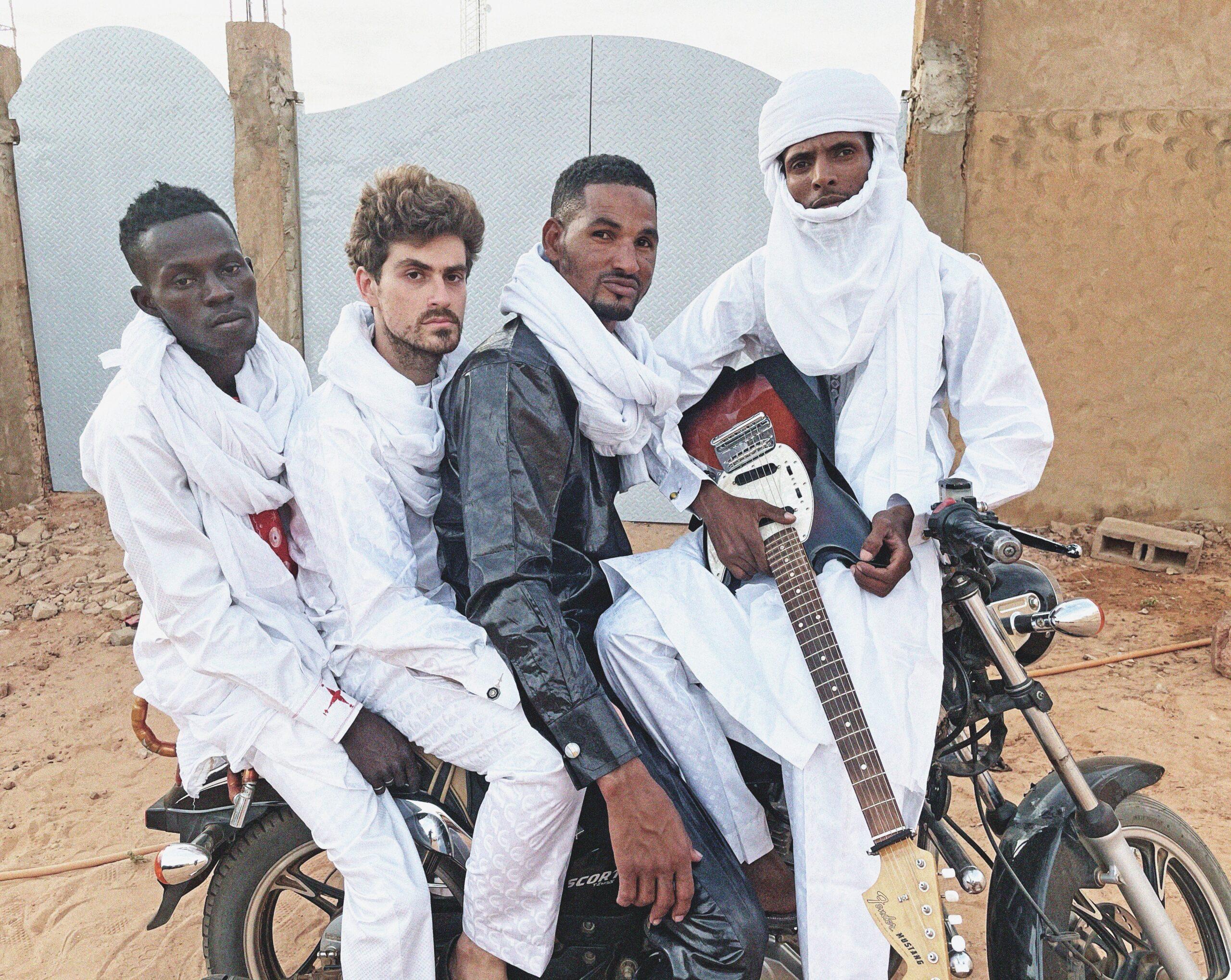 Mdou Moctar bringt uns den heißesten Wüstenrock unter der Saharasonne