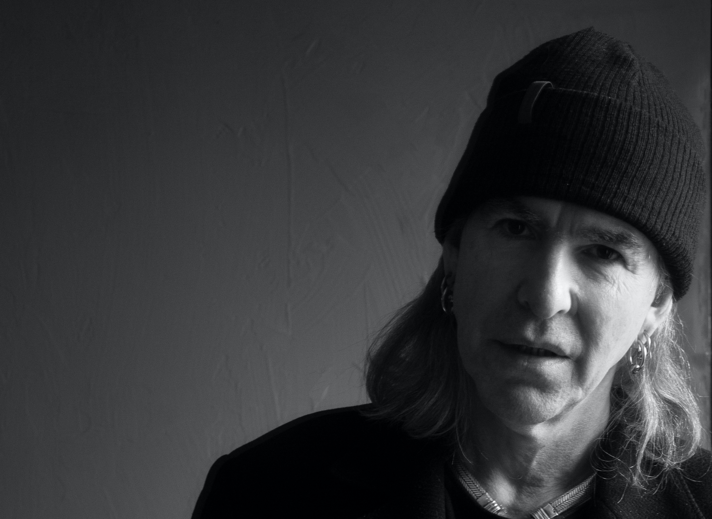 New Model Army Frontman Justin Sullivan entführt dich mit seinem Solo-Album zum Südpol